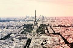 Πύργος του Άιφελ πανοράματος στο Παρίσι στα χρώματα της γαλλικής εθνικής σημαίας Τρύγος Παλαιό αναδρομικό ύφος του Άιφελ γύρου Στοκ εικόνα με δικαίωμα ελεύθερης χρήσης