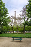 Πύργος του Άιφελ στο πάρκο του Champ de Mars Στοκ φωτογραφία με δικαίωμα ελεύθερης χρήσης