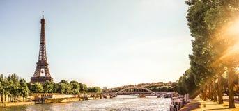Πύργος του Άιφελ στο Παρίσι με το Σηκουάνα, Γαλλία στοκ φωτογραφίες