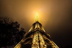 Πύργος του Άιφελ τη νύχτα στο Παρίσι Στοκ Εικόνα