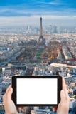 Πύργος του Άιφελ φωτογραφιών τουριστών και πανόραμα του Παρισιού Στοκ Εικόνα