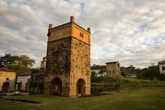 Πύργος του λειώνοντας φούρνου των μετάλλων στοκ εικόνες