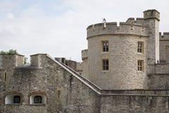 Πύργος του Λονδίνου στο Λονδίνο, Αγγλία, λεπτομέρεια του πύργου και του τοξότη στοκ φωτογραφία με δικαίωμα ελεύθερης χρήσης