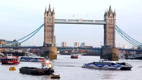 πύργος του Λονδίνου s γε& περιοχή Γκρήνουιτς Λονδίνο κοντά στον ποταμό Τάμεσης γοήτρου αστικός απόθεμα βίντεο