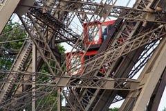 πύργος του Παρισιού ανελκυστήρων του Άιφελ Γαλλία πύργος του Άιφελ Στοκ Εικόνες