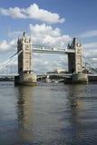 πύργος του Τάμεση ποταμών της Αγγλίας Λονδίνο γεφυρών Στοκ φωτογραφία με δικαίωμα ελεύθερης χρήσης