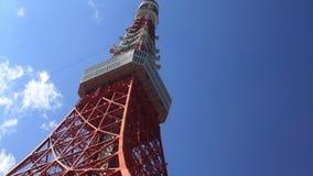 Πύργος του Τόκιο στο μπλε ουρανό στο Τόκιο απόθεμα βίντεο