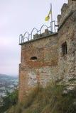 Πύργος του Castle ενάντια σε έναν σκοτεινό ουρανό στοκ εικόνες