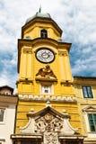 πύργος του Rijeka αναγλύφου ρολογιών κίτρινος στοκ φωτογραφίες