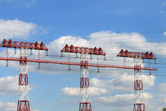 Πύργος υψηλής τάσης σε ένα υπόβαθρο των σύννεφων στοκ φωτογραφία με δικαίωμα ελεύθερης χρήσης
