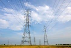 Πύργος υψηλής τάσης, σταθμός παραγωγής ηλεκτρικού ρεύματος για την παραγωγή της ηλεκτρικής ενέργειας Στοκ Φωτογραφίες