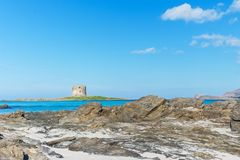 Πύργος Aragonese από μια τυρκουάζ θάλασσα Στοκ Εικόνες