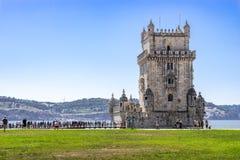 Πύργος Belém κάτω από το μπλε ουρανό στοκ φωτογραφίες