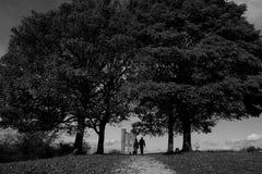 Πύργος Broadway μέσω των δέντρων στοκ φωτογραφίες
