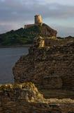Πύργος Coltellazzo του φάρου Αγίου Efisio στη Νόρα, Σαρδηνία, Ιταλία Στοκ Εικόνα