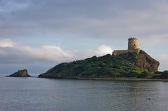Πύργος Coltellazzo του φάρου Αγίου Efisio στη Νόρα, Σαρδηνία, Ιταλία Στοκ φωτογραφία με δικαίωμα ελεύθερης χρήσης