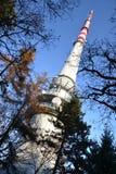 Πύργος Cukrak μετάδοσης TV κοντά στην Πράγα Στοκ φωτογραφία με δικαίωμα ελεύθερης χρήσης