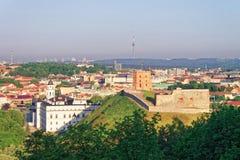 Πύργος Gediminas και το χαμηλότερο Castle σε Vilnius στη Λιθουανία Στοκ Εικόνες