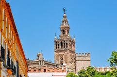 Πύργος Giralda του καθεδρικού ναού της Σεβίλης, Ισπανία στοκ φωτογραφίες με δικαίωμα ελεύθερης χρήσης