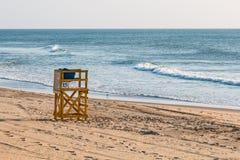 Πύργος Lifeguard στην παραλία στην παραλία Oceanfront της Βιρτζίνια Στοκ Εικόνες