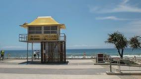 Πύργος Lifeguard στον παράδεισο surfers στο Queensland, Αυστραλία στοκ φωτογραφία με δικαίωμα ελεύθερης χρήσης