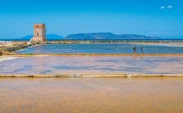 Πύργος Nubia στα Trapani αλατισμένα επίπεδα Σικελία, νότια Ιταλία στοκ εικόνες με δικαίωμα ελεύθερης χρήσης