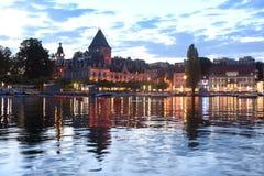 Πύργος Ouchy Château δ ` Ouchy στον περίπατο της Γενεύης λιμνών στην παραμονή Στοκ φωτογραφία με δικαίωμα ελεύθερης χρήσης