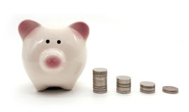 Πύργος Piggybank και χρημάτων Στοκ εικόνα με δικαίωμα ελεύθερης χρήσης