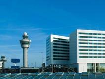 πύργος Schiphol ελέγχου του Άμσ& Στοκ Εικόνες