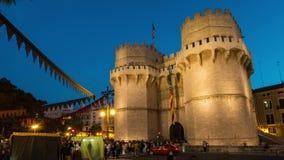 Πύργος Serranos στη Βαλένθια τη νύχτα απόθεμα βίντεο