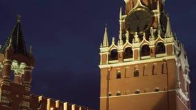 Πύργος Spasskaya στον ανατολικό τοίχο του βίντεο μήκους σε πόδηα αποθεμάτων της Μόσχας Κρεμλίνο τη νύχτα φιλμ μικρού μήκους