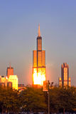 Πύργος Willis στο Σικάγο το βράδυ Στοκ φωτογραφία με δικαίωμα ελεύθερης χρήσης