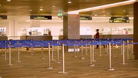 Πύλες ελέγχου διαβατηρίων μετανάστευσης αερολιμένων στο νέο τερματικό Phuket Ταϊλάνδη απόθεμα βίντεο
