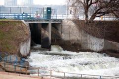 Πύλες πλημμυρών λιμνών Herastrau Στοκ εικόνα με δικαίωμα ελεύθερης χρήσης