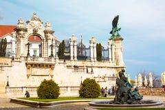 Πύλη εισόδων παλατιών του Castle Buda, αετός Turul και Στοκ Εικόνες