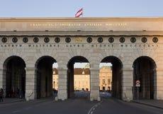 Πύλη κάστρων Burgtor στη Βιέννη στο χρόνο ημέρας Στοκ φωτογραφία με δικαίωμα ελεύθερης χρήσης