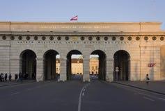 Πύλη κάστρων Burgtor στη Βιέννη στο χρόνο ημέρας Στοκ εικόνες με δικαίωμα ελεύθερης χρήσης