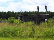 Πύλη με δύο birdhouses Στοκ φωτογραφία με δικαίωμα ελεύθερης χρήσης