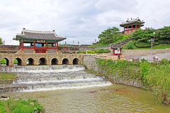 Πύλη νερού φρουρίων περιοχών †«Hwaseong παγκόσμιων κληρονομιών της ΟΥΝΕΣΚΟ της Κορέας στοκ εικόνα με δικαίωμα ελεύθερης χρήσης