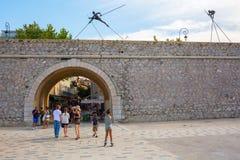 Πύλη πόλεων στον ιστορικό τοίχο πόλεων στο Αντίμπες, Γαλλία Στοκ Εικόνες