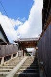 Πύλη στην παραδοσιακή ιαπωνική λάρνακα στοκ εικόνες με δικαίωμα ελεύθερης χρήσης