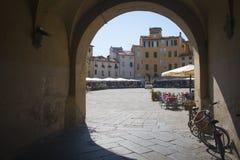 Πύλη στην πλατεία dell Anfiteatro Lucca Στοκ Εικόνες