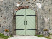 Πύλη στο μεσαιωνικό ανεμόμυλο στο χωριό Araishi Στοκ εικόνες με δικαίωμα ελεύθερης χρήσης
