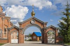Πύλη στο ναό προς τιμή τη μητέρα του Θεού Πόλη Cheboksary, Chuvash Δημοκρατία, Ρωσία 05/04/2016 Στοκ φωτογραφία με δικαίωμα ελεύθερης χρήσης