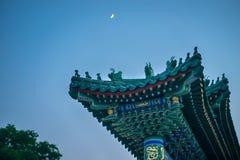 Πύλη στο νησί λουλουδιών νεφριτών στο πάρκο Beihai, Πεκίνο, Κίνα Στοκ Εικόνες