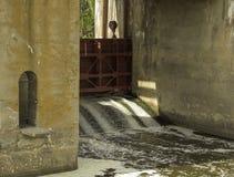 Πύλη στο φράγμα στοκ φωτογραφία με δικαίωμα ελεύθερης χρήσης