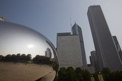 Πύλη σύννεφων ή το φασόλι στο Millennium Park του Σικάγου Στοκ Εικόνες