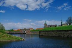 Πύλη τάφρων και εισόδων στο κάστρο και το φρούριο Kronborg, σπίτι στοκ φωτογραφίες