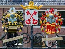 Πύλη Burcht με τις καλύψεις των όπλων, Λάιντεν, Κάτω Χώρες Στοκ εικόνες με δικαίωμα ελεύθερης χρήσης
