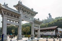 Πύλη Po Lin στο μοναστήρι και το μεγάλο Βούδα, Χονγκ Κονγκ Στοκ Φωτογραφίες